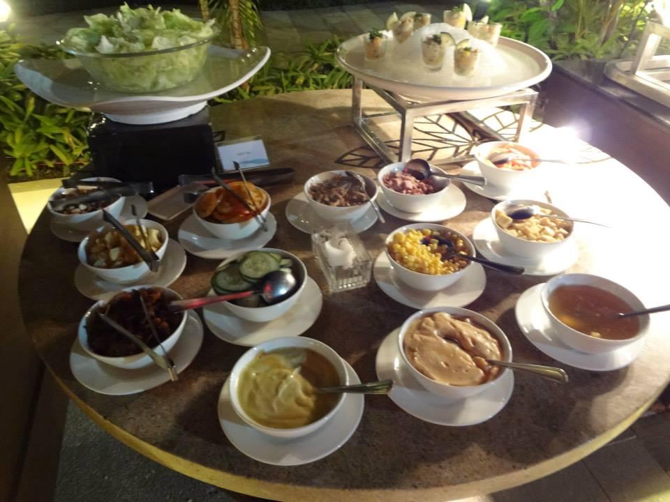 Buffet dinner at the Hennan hotel on Boracay