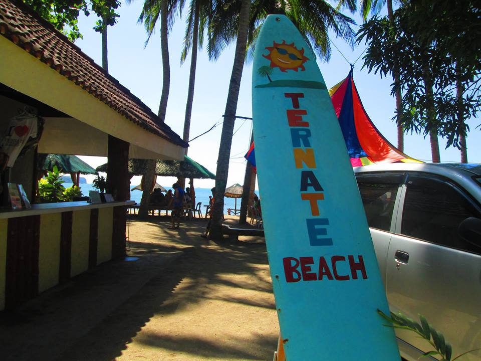 ternate_beach_surfboard