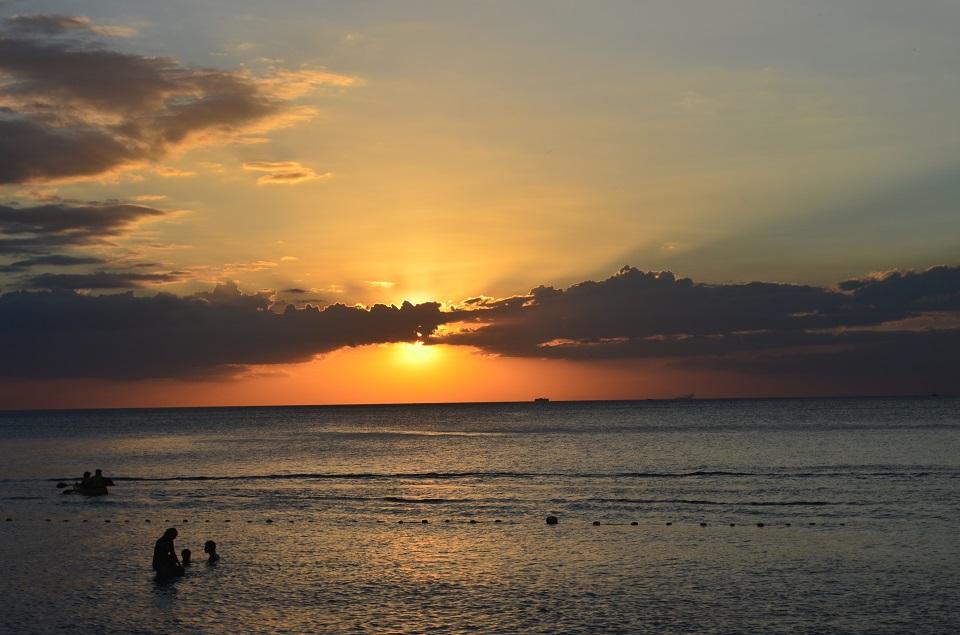 ternatebeach_sunset