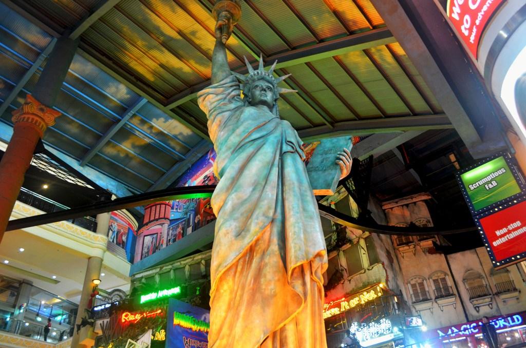 resorts_world_genting_statue_of_liberty