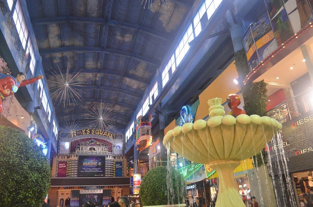 indoor_themepark_2ndfloor_shops